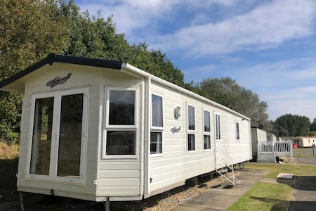 BEST VALUE CARAVAN ON SOUTHVIEW PARK, SKEGNESS