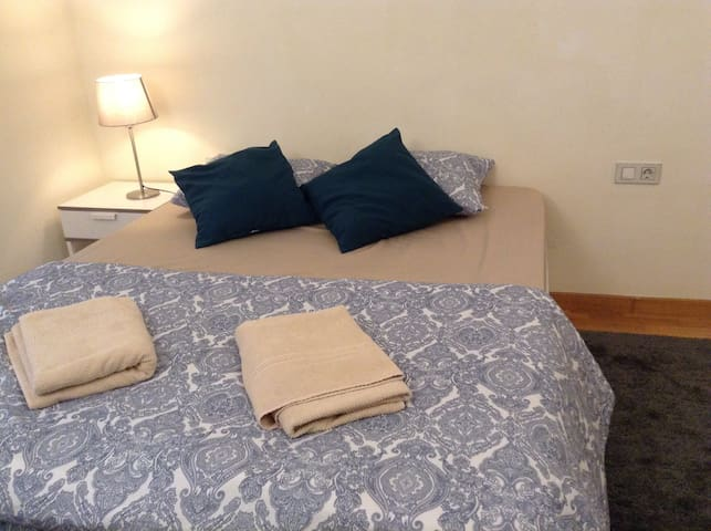 Suite with Private Bathroom at the Beach! - Badalona - House