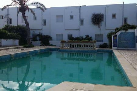 Grande maison avec piscine - Maison