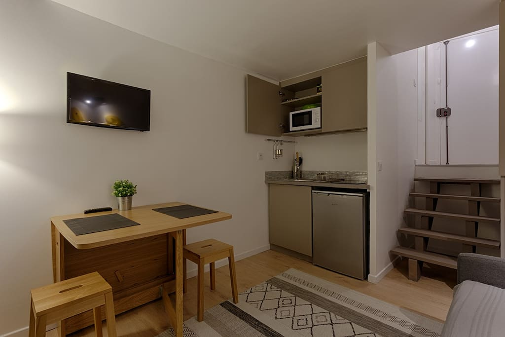 Living room (tv, wifi internet, kitchen with microwave, fridge, kettle, coffee machine, toaster, sofa bed of 140x200cm)