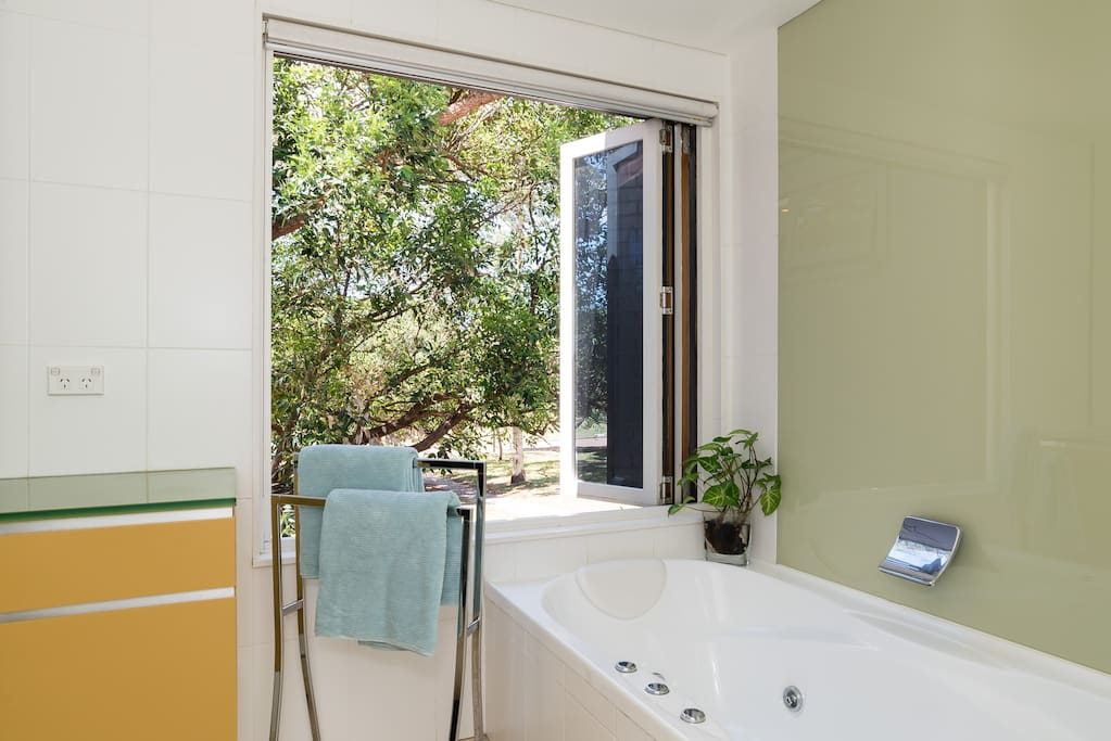 Taking a bath in this luxurious house in the trees is no longer a dream