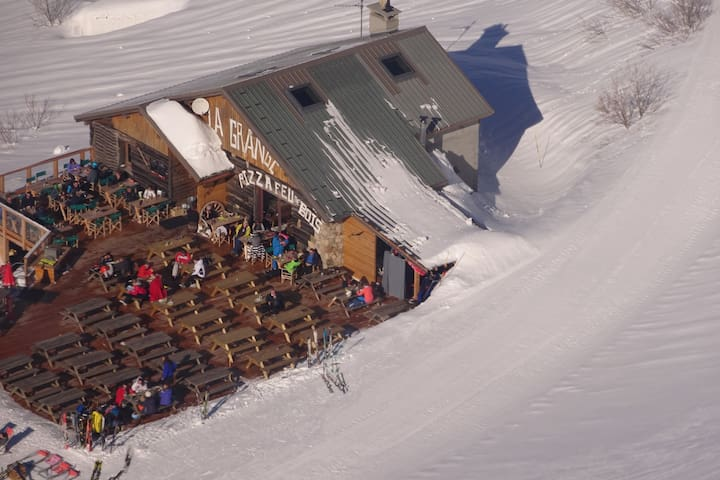 Comfortable detached chalet near the ski slopes