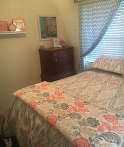 Private Room- 5 min walk to beach - Daytona Beach - Casa