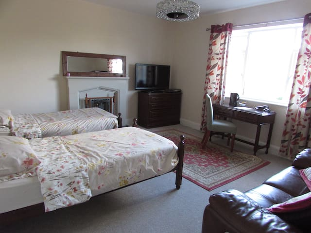 Large, spacious room for 2 guests with TV & Sofa