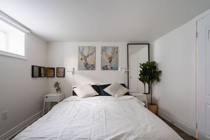 """Fleurie Room-Comtemporary Home