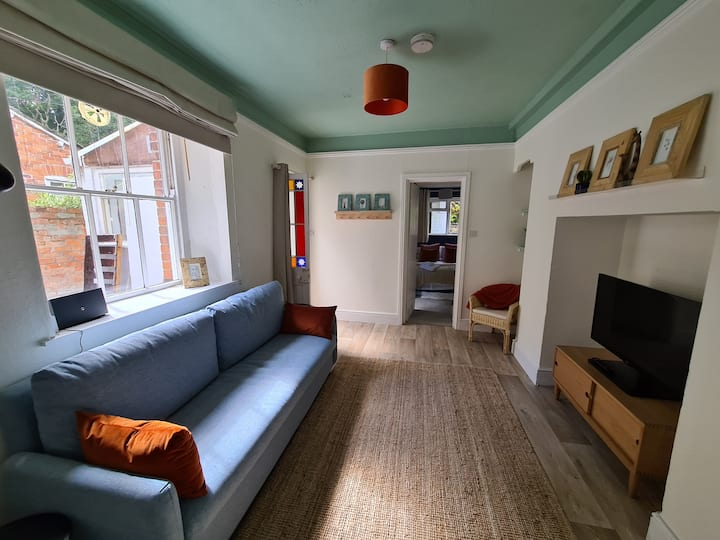 Greenway Stays -Spacious, Inviting & Central Apartment