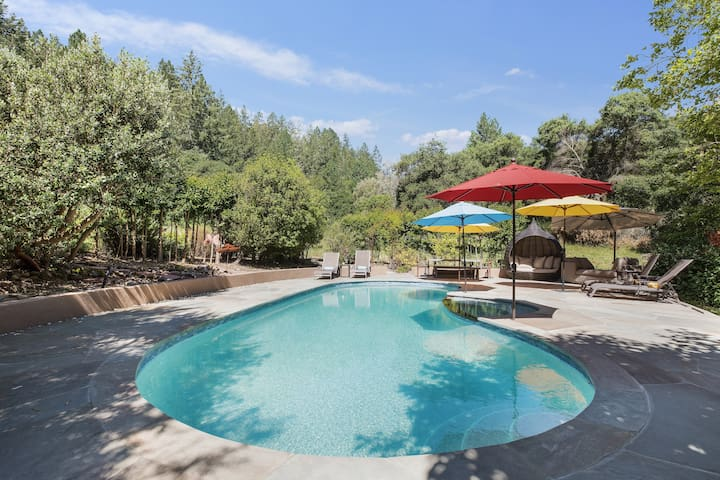 Relax poolside in total privacy, surrounded by majestic oak trees
