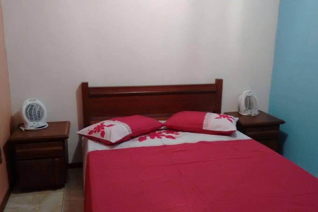 Suite com cama de casal