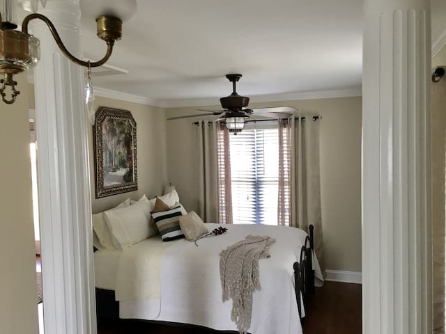 SOUTHERN CHARM/PRIVATE