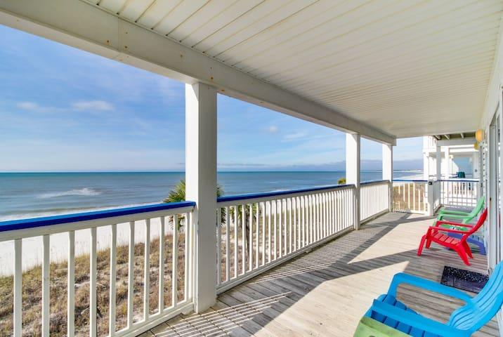 Oceanfront snowbird retreat w/sweeping sea views, beach access, & tranquility!