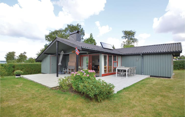 Holiday cottage with 3 bedrooms on 89m² in Stubbekøbing