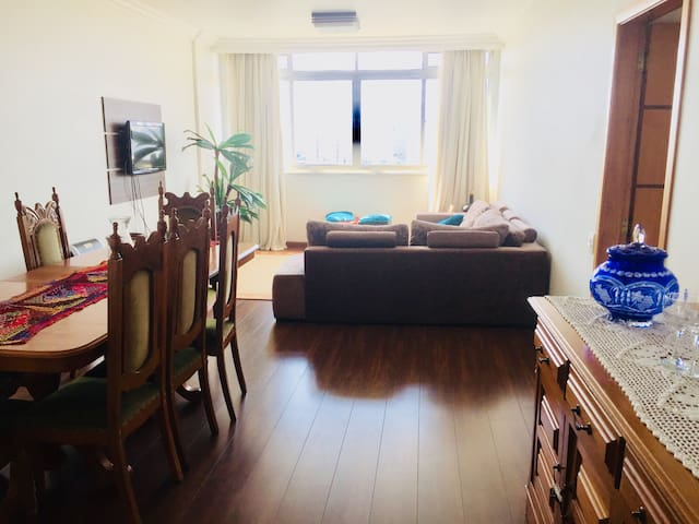 Apartamento amplo,fácil acesso e ótima localização
