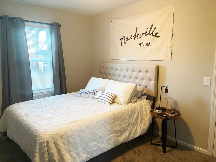 Comfy Month to Month Space, Close to Nashville!!