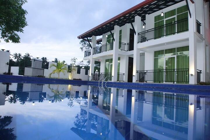 Sanri Villa - Katunayake - Bed & Breakfast