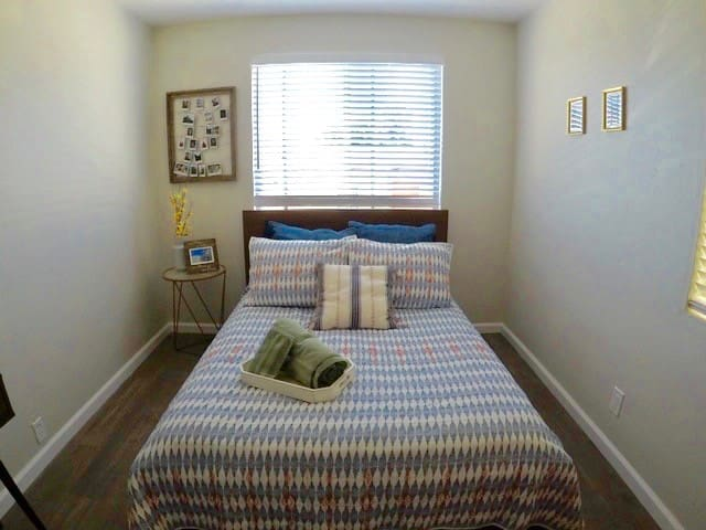 Private bedroom between downtown SD and La Jolla