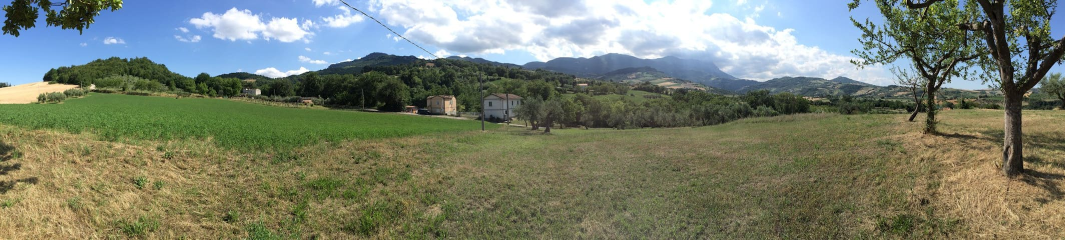 Family Home in Abruzzo Countryside - Montebello di Bertona - 단독주택