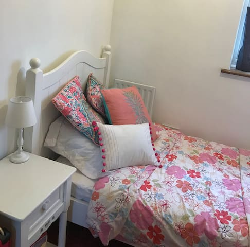 Single room 4 min walk to Central line