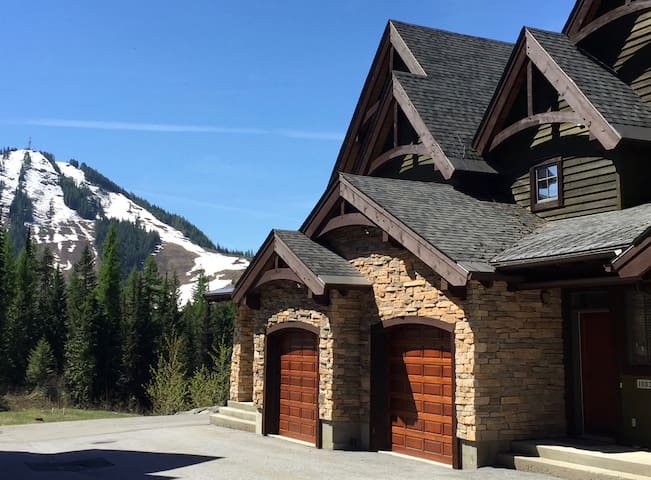 Creekside 3-bedroom mountain retreat ,Rossland BC
