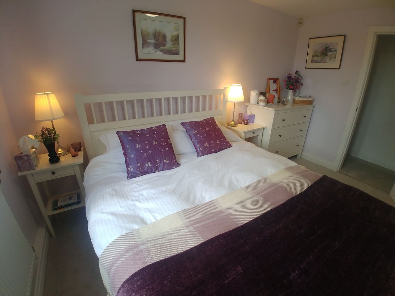 Lovely comfy king size bed to snuggle into