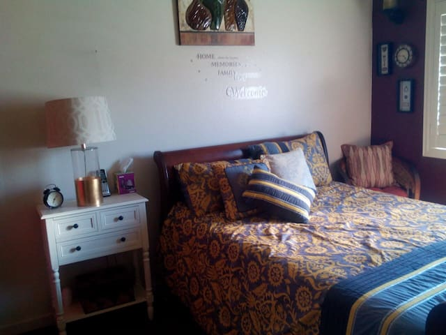 Cozy and Home Feel Guest Room - Paramount