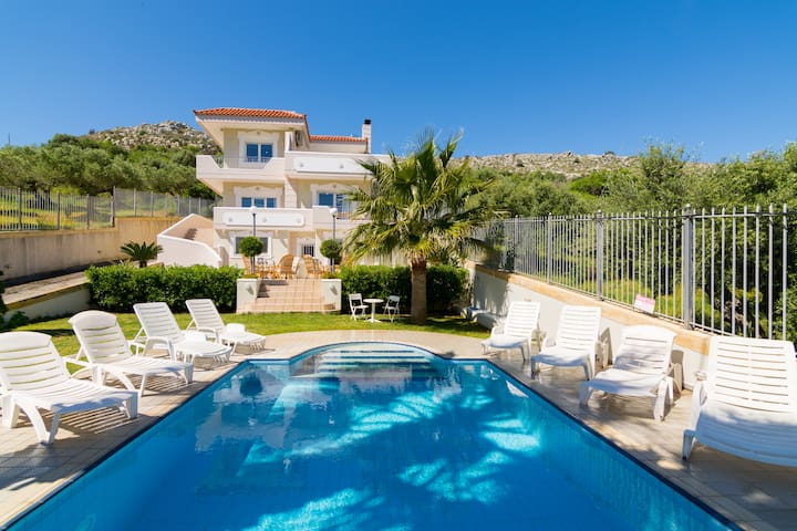 Private Villa 300 m² Aris Palace
