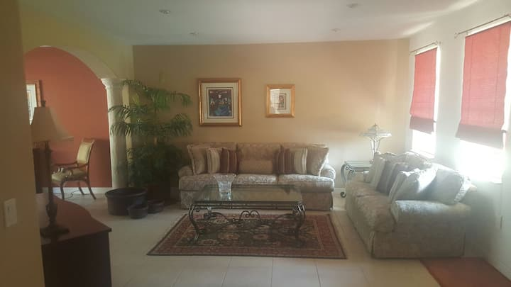 Charming and relaxing Doral house