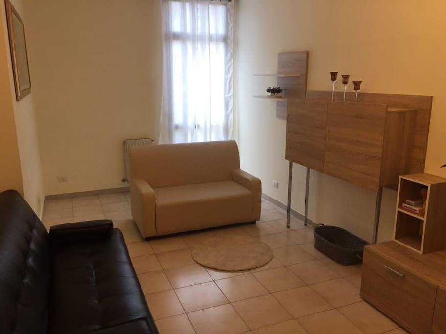 sala TV con 2 divani