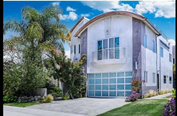 ★ Modern Luxury ★ Roof Deck | Spa | Ace Location! - Los Angeles - House