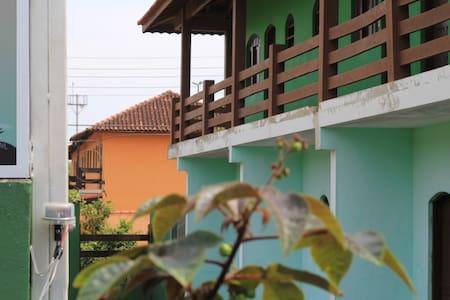 Suíte a 30 metros da praia (n5) - เบอร์ติโอก้า - ที่พักพร้อมอาหารเช้า