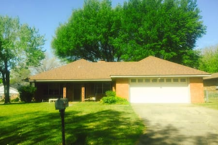 3 bd (sleeps 6), animals welcome - Fort Smith - Ev