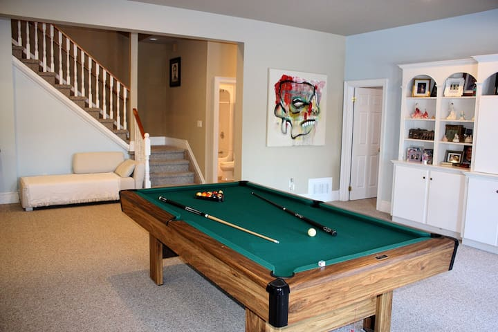 Muskoka waterfront home with lots of space for you - Huntsville - House