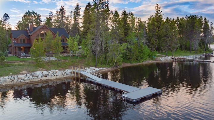 Brand New Lakeside Paradise Cabin with Private Boat Dock and Hot Tub