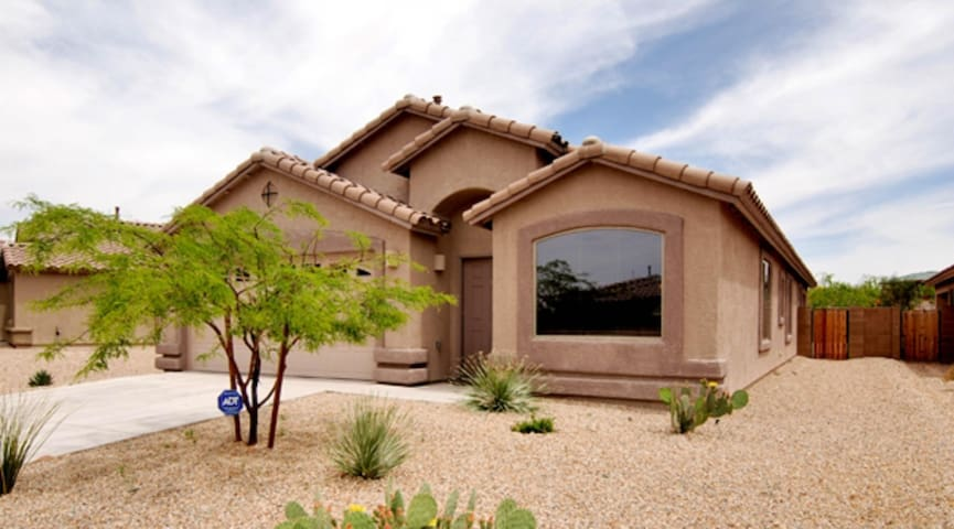 Dog-friendly home w/ multiple fireplaces and golf nearby!