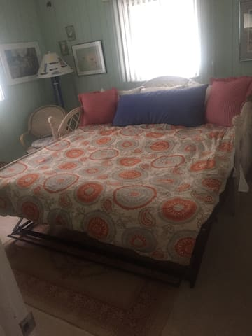 Quaint partitioned space in house! - Fort Myers Beach - Casa