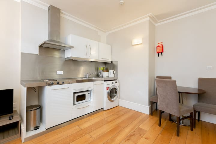 Gorgeous One Bedroom Apartment near Hyde Park