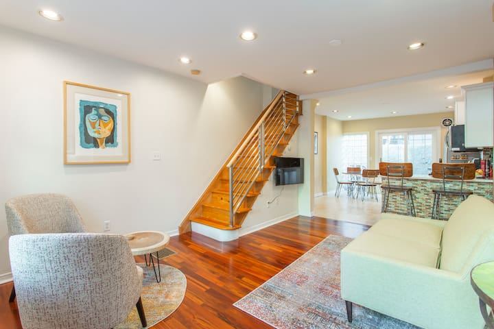 Walk everywhere from renovated 3bd Bella Vista gem