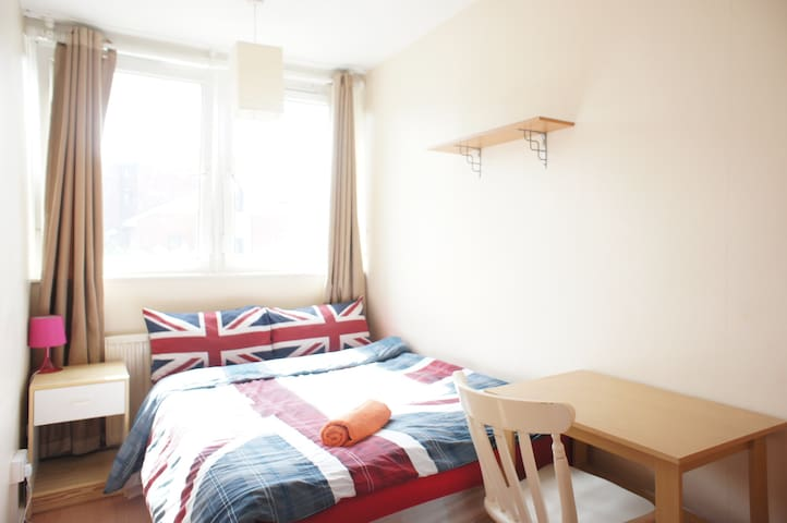 2. Lovely Room Free WIFI 20 Mins to London