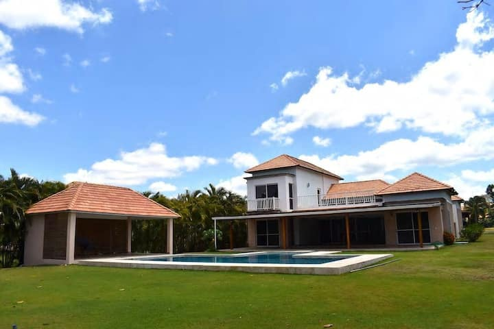 Beautiful Villa with Big Pool of 50m2