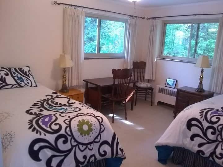 The Light Center Lodge: Room 3