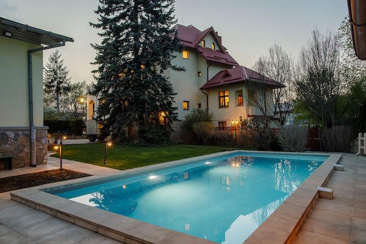 The Zaivan Estate - Private one-acre property