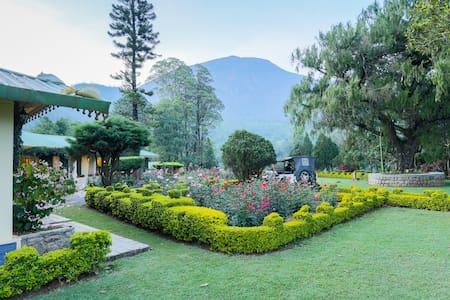 Royal Talayar Bungalow - Munnar