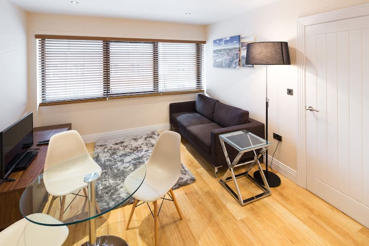 Stylish two bedroom Morris Suite apartments