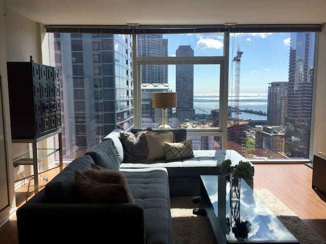 Jaw-Dropping Views & Luxury Apt-Heart Of Downtown!