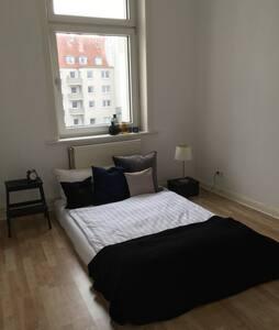 Schönes großes Zimmer - 7 Min zur Messe - Hannover - Lägenhet