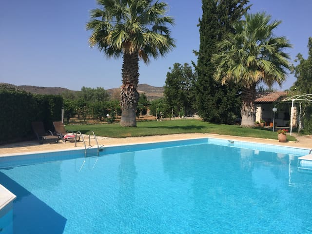 5 double bedroom Villa with swimming pool - Nea Tiryntha - Vila