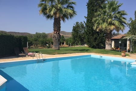 5 double bedroom Villa with swimming pool - Nea Tiryntha - Villa