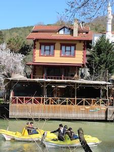 AĞVA KENDİNE HAS   CAFE&BİSTRO&KONUKEVİ
