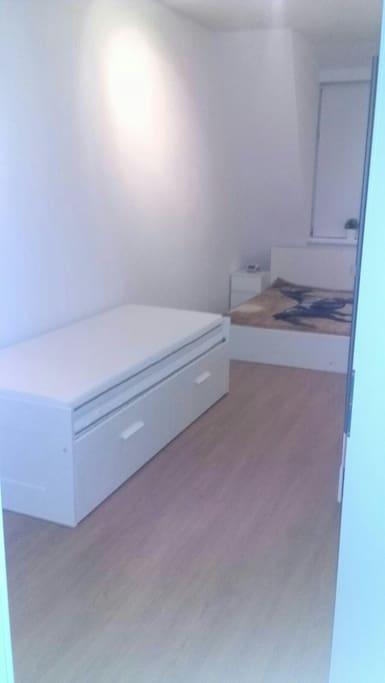 Schlafzimmer 1x Doppelbett 1x Einzelbett