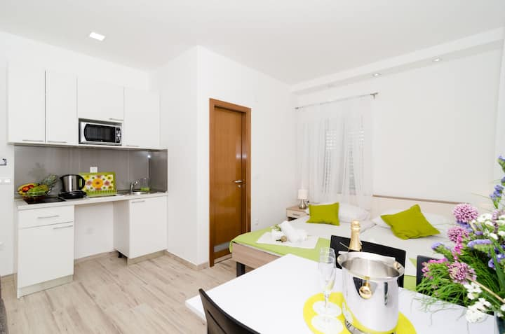 Apartments Gabrieri - Studio with Sea View (2 Adults + 1 Child)