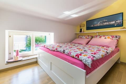 Cute nest with a view, private terrace, central AC